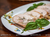 Рулет из курицы с моцареллой и базиликом