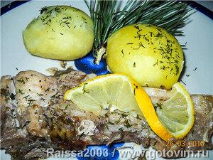 Рыба в фольге с сосновыми иголками