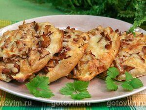 Мини пицца с беконом и жареными лисичками