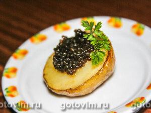 Молодой печеный картофель с икрой щуки