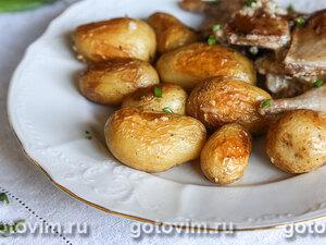 Молодой картофель, запеченный с чесноком