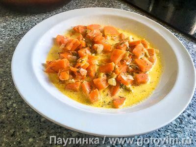 Тушеная морковь со сметаной и оливками