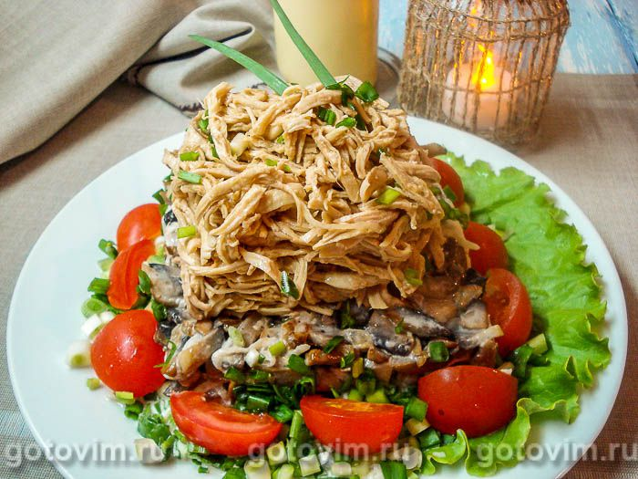 Мужской салат с курицей, грибами и дайконом