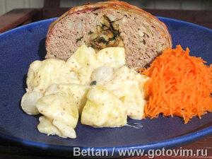 Мясной «батон» с грибами и картофель в горчичном соусе