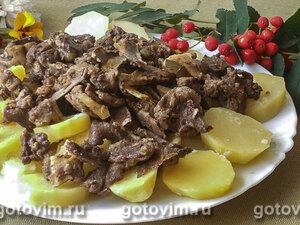Мясо молодого козленка, тушеное с картофелем