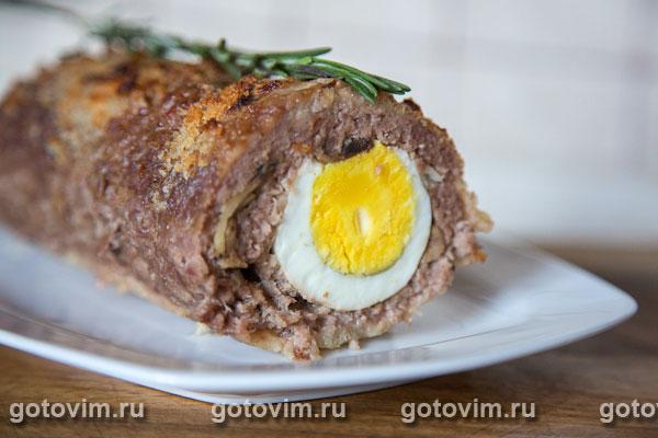 Рулет с мясом и яйцом