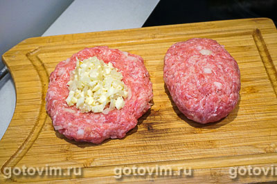 Мясные зразы с яйцом и луком, Шаг 05