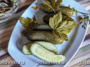 Малосольные огурцы с листьями черной смородины