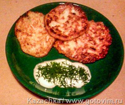 Оладьи кабачковые с соусом. Фотография рецепта