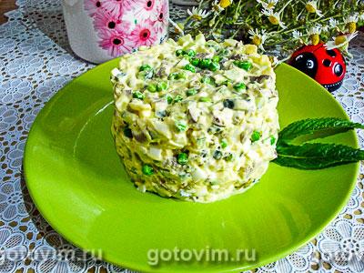 Салат «Оливье» из куриных сердечек и молодых овощей. Фотография рецепта