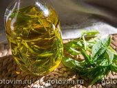 Оливковое масло с чесноком и свежим базиликом
