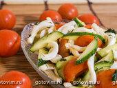 Острый овощной салат с кальмарами