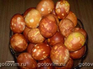 Яйца, крашенные луковой шелухой