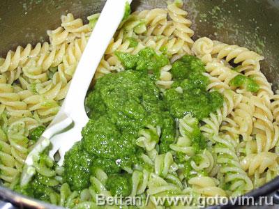 Фотографии рецепта Паста с песто и сливочным соусом с беконом, Шаг 05