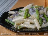 Паста с грибным соусом и спаржей