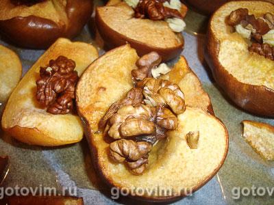 Айва с медом и орехами. Фотография рецепта
