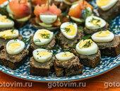 Тартинки с перепелиными яйцами и паштетом