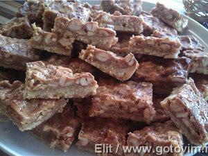 Песочное печенье с карамельной заливкой и кешью