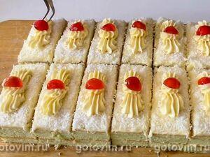 Пирожное лимонное с ганашем из белого шоколада
