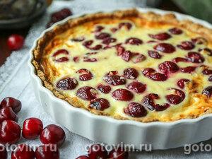 Пирог с черешней и сыром с голубой плесенью