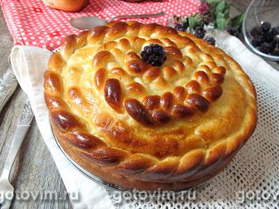 Дрожжевой пирог с ежевикой. Фотография рецепта