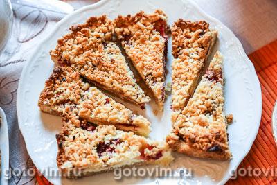 Рассыпчатый пирог с творогом и клубникой. Фото-рецепт
