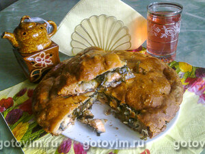 Пирог с лососиной и морской капустой