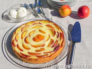 Пирог с нектаринами и йогуртом