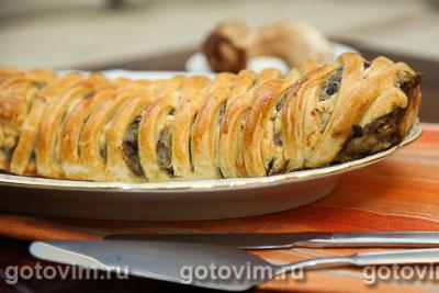 Плетеный пирог из хрущевского теста с картофелем и грибами. Фотография рецепта