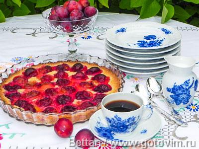 Пирог со сливами элементарный. Фотография рецепта