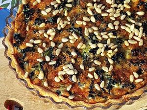 Пирог из тосканской капусты с орешками