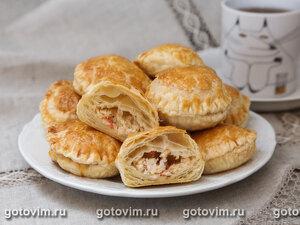Слоеные пирожки с крабовым мясом