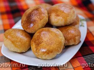 Дрожжевые пирожки с рисом, яйцом и зеленым луком