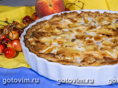 Пирог с персиками и бри. Фотография рецепта