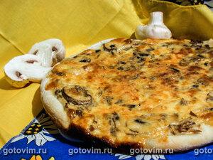Пицца с грибами и сметанным кремом