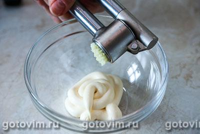 Слоеный салат из помидоров с крабовым мясом VIČI «Снежный краб», Шаг 04