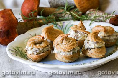 Профитроли с белыми грибами и сыром. Фотография рецепта