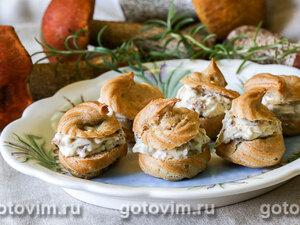 Профитроли с белыми грибами и сыром