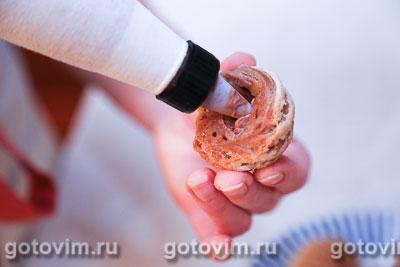 Фотографии рецепта Шоколадные профитроли с кракелином и шоколадным кремом, Шаг 09