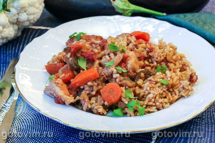Овощное рагу с мясом, баклажанами и рисом в горшочке