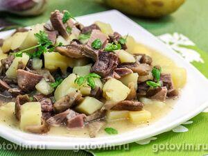 Тушеная картошка с грибами и свиным языком