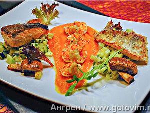 Рыбная вариация с тыквенным пюре и тартаром из яблок и цуккини