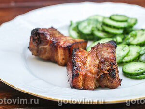 Свиные ребрышки в маринаде с паприкой и сушеными помидорами, запеченные в духовке