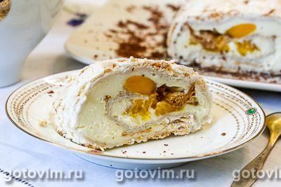 Рулет из безе с кремом из творожного сыра и манго