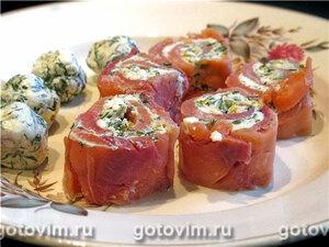 Рулетики из слабосоленой рыбы с сыром