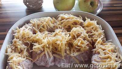 Рулетики из свинины с яблоками, сыром и клюквой, Шаг 07