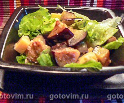 Теплый салат из баклажанов с сыром. Фотография рецепта