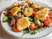 Салат с жареным сыром халлуми