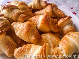 Салатини (закусочные рогалики с сыром и беконом)