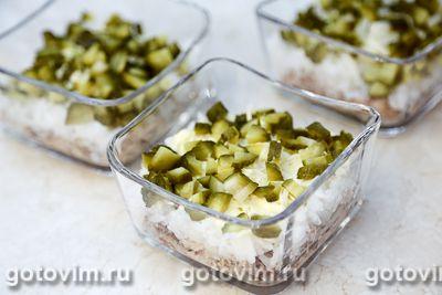 Слоеный салат с консервированной рыбой, рисом и кукурузой, Шаг 08